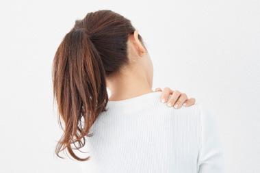 朝になると肩が痛くて何も手につかない!着替えるのも辛い!