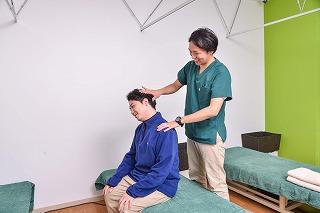 朝に背中の痛みがした人に‼ 気になる原因とその症状