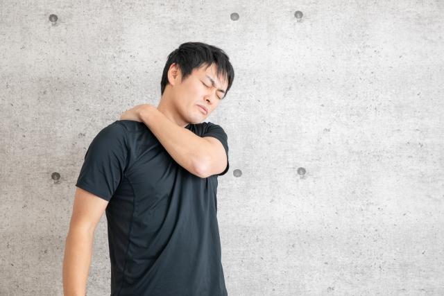 痺れが走ったら 背中の痛みの原因と治療法‼