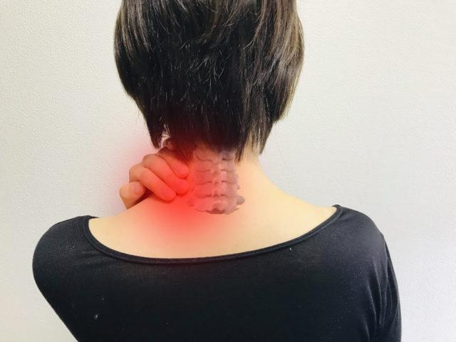 ストレートネックでつらい方必見!首からくる背中の痛み!