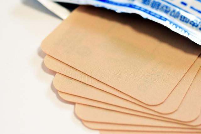 湿布は首こり肩こり腰痛に効果があるの?正しい湿布の使い方