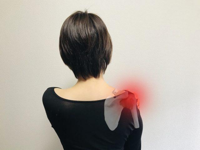 肩が痛くて上がらない、寝られない!つらい四十肩・五十肩の原因と治療法