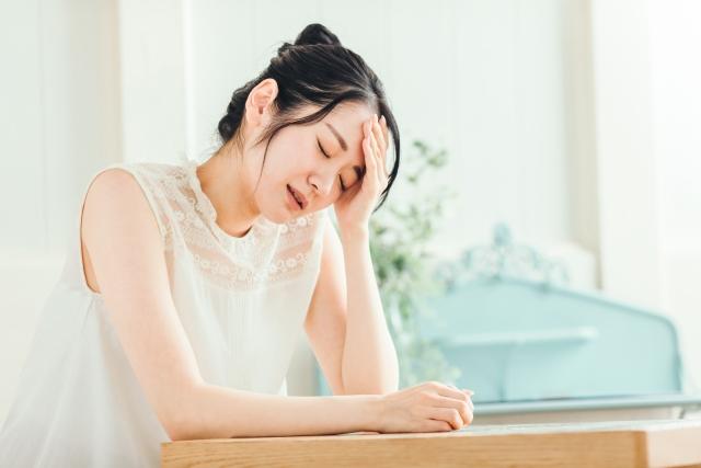 月経前の頭痛がひどい!月経前緊張症(PMS)の頭痛の原因と治療法