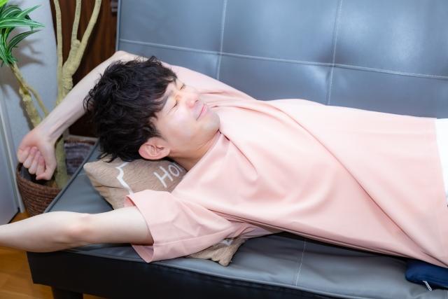 寝過ぎると腰痛がつらい!!寝過ぎ腰痛の原因と治療法